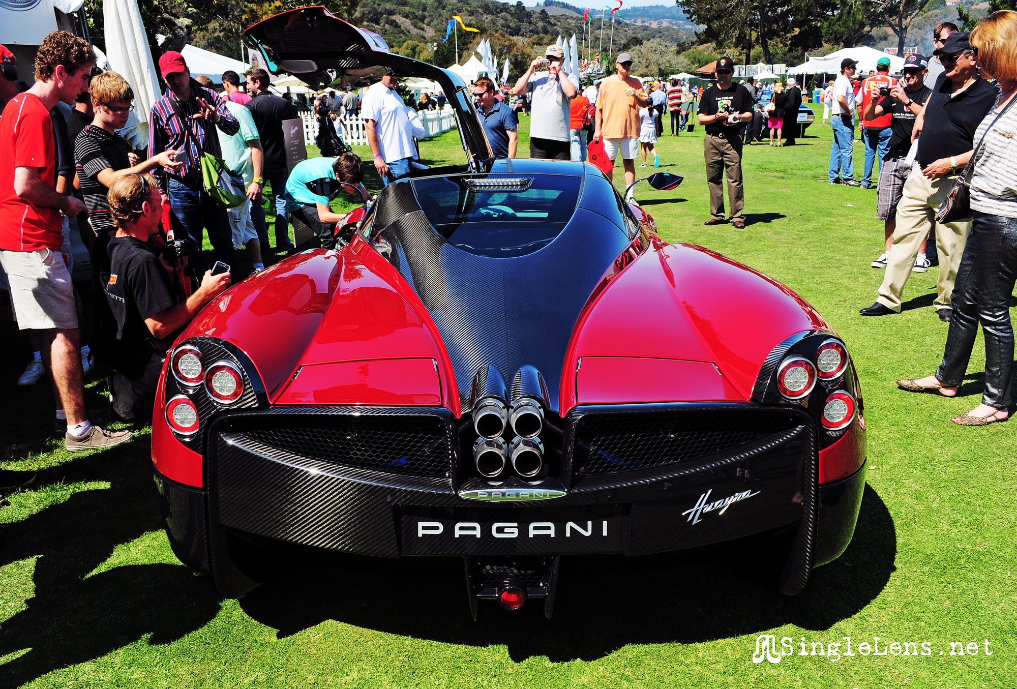 Pagani-Huayra-beautiful-carbon-fiber